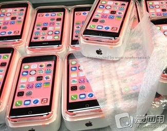 Leaked photos of phone iPhone 5C boxes ready for shipment