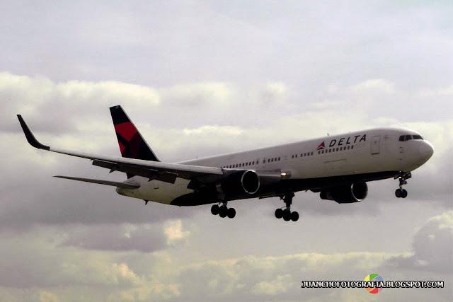 Avion Aterrizando - CDG