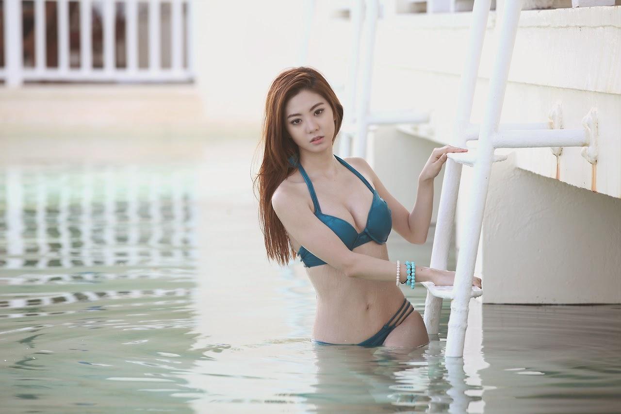 Chae Eun Sexy Blue Bikini