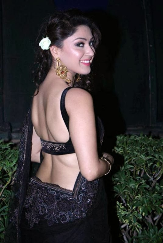 Manjari Phadnis backless hot pics