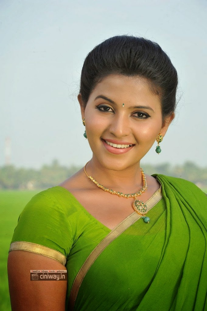Anjali-Stills-in-Green-Saree