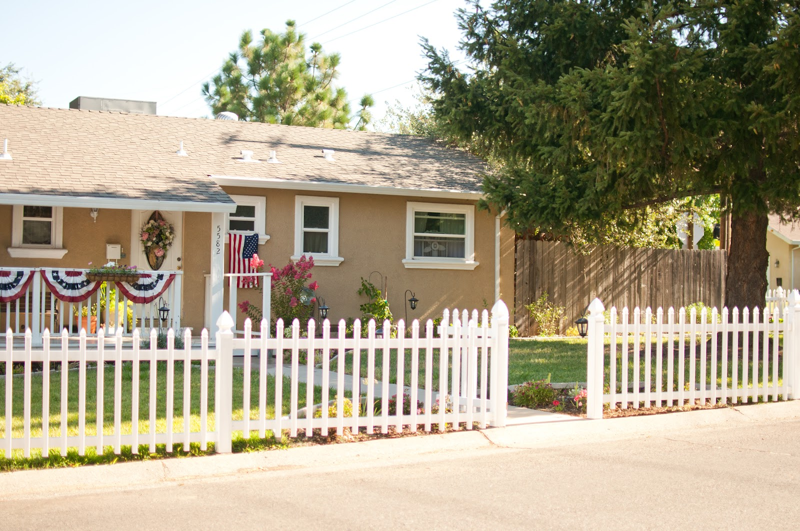Domestic fashionista our white picket fence complete for Small front yard ideas with fence