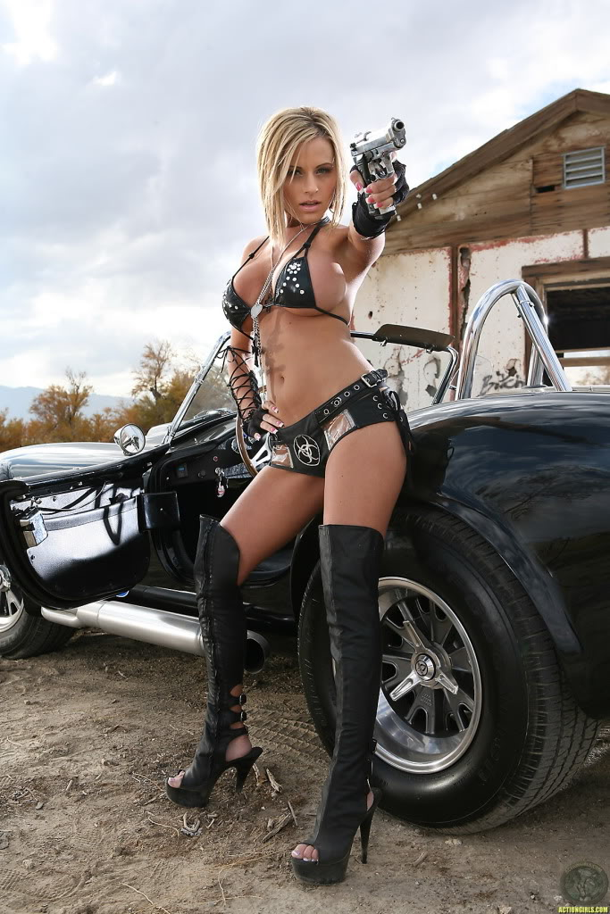 girls-and-guns_11.jpg
