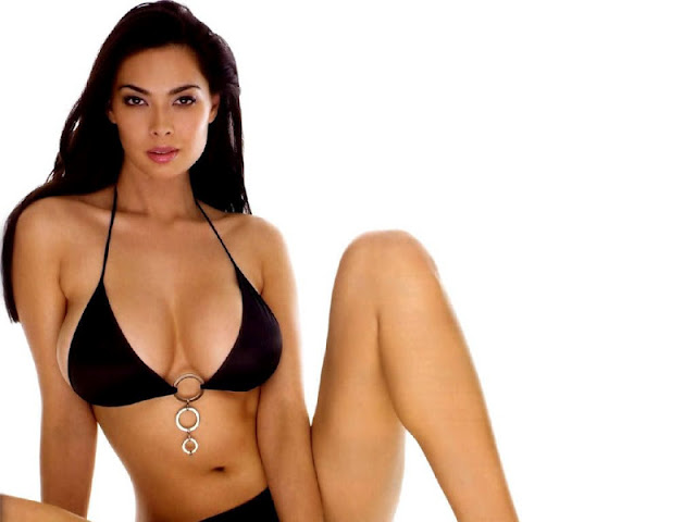 Tera Patrick sexy in swimsuit