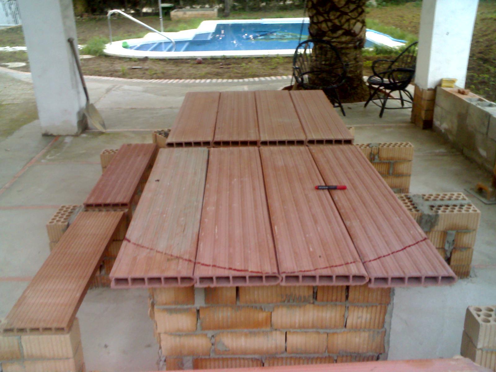 Rusticolaje construcci n de la mesa del merendero - Como construir una mesa ...