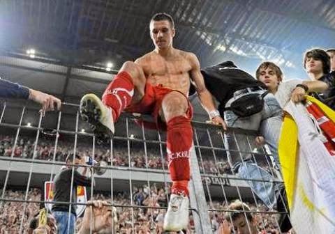 lukaspodolski.thumbnail Koleksi Foto Hot dan Six Pack Lukas Podolski (Pesepak Bola Jerman)