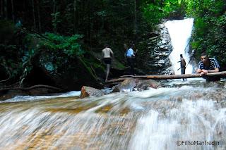 """Cachoeira de """"águas-claras"""""""