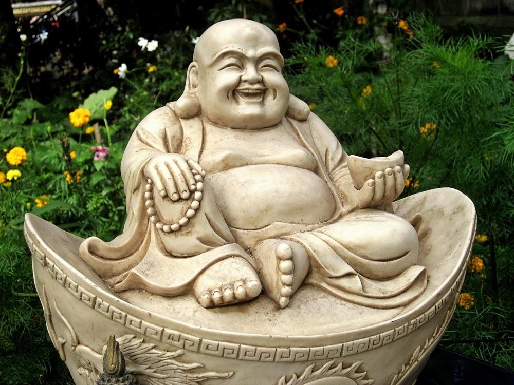 Das leben ist bunt was will buddha uns sagen for Buddha figur