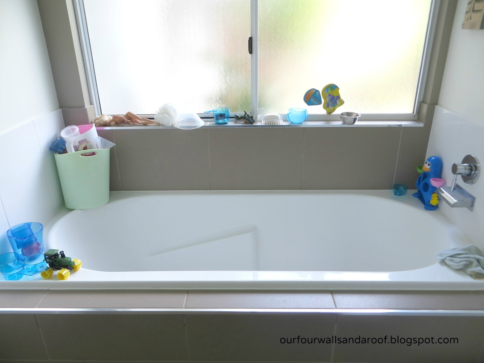 OUR FOUR WALLS AND A ROOF: BATH TOY ORGANISATION