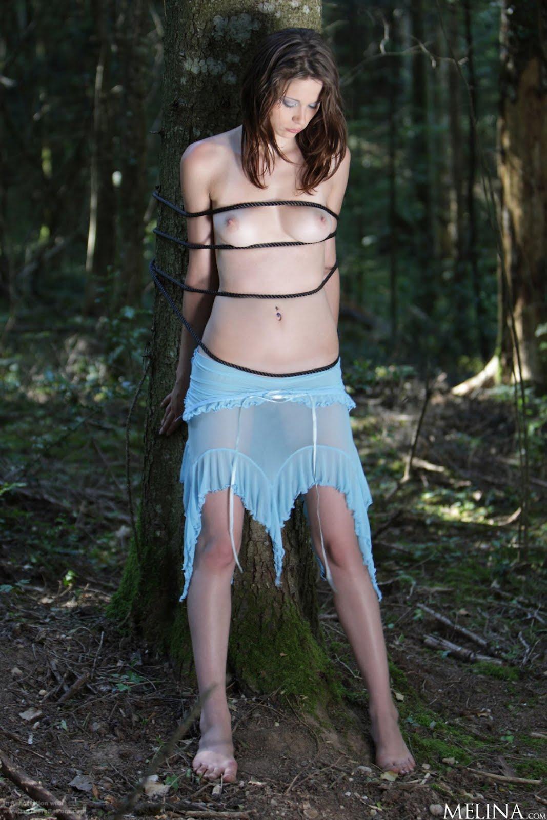 Рабыня в лесу 2 фотография