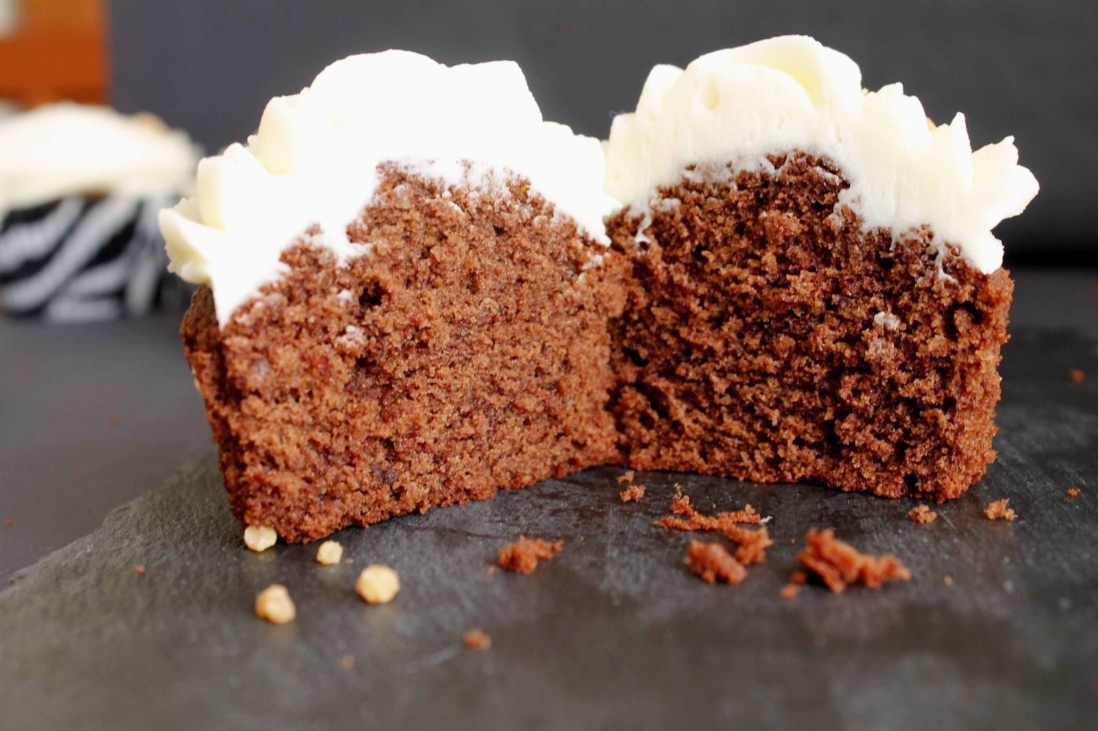 Receta de Cupcakes de chocolate y buttercream de crema de almendras