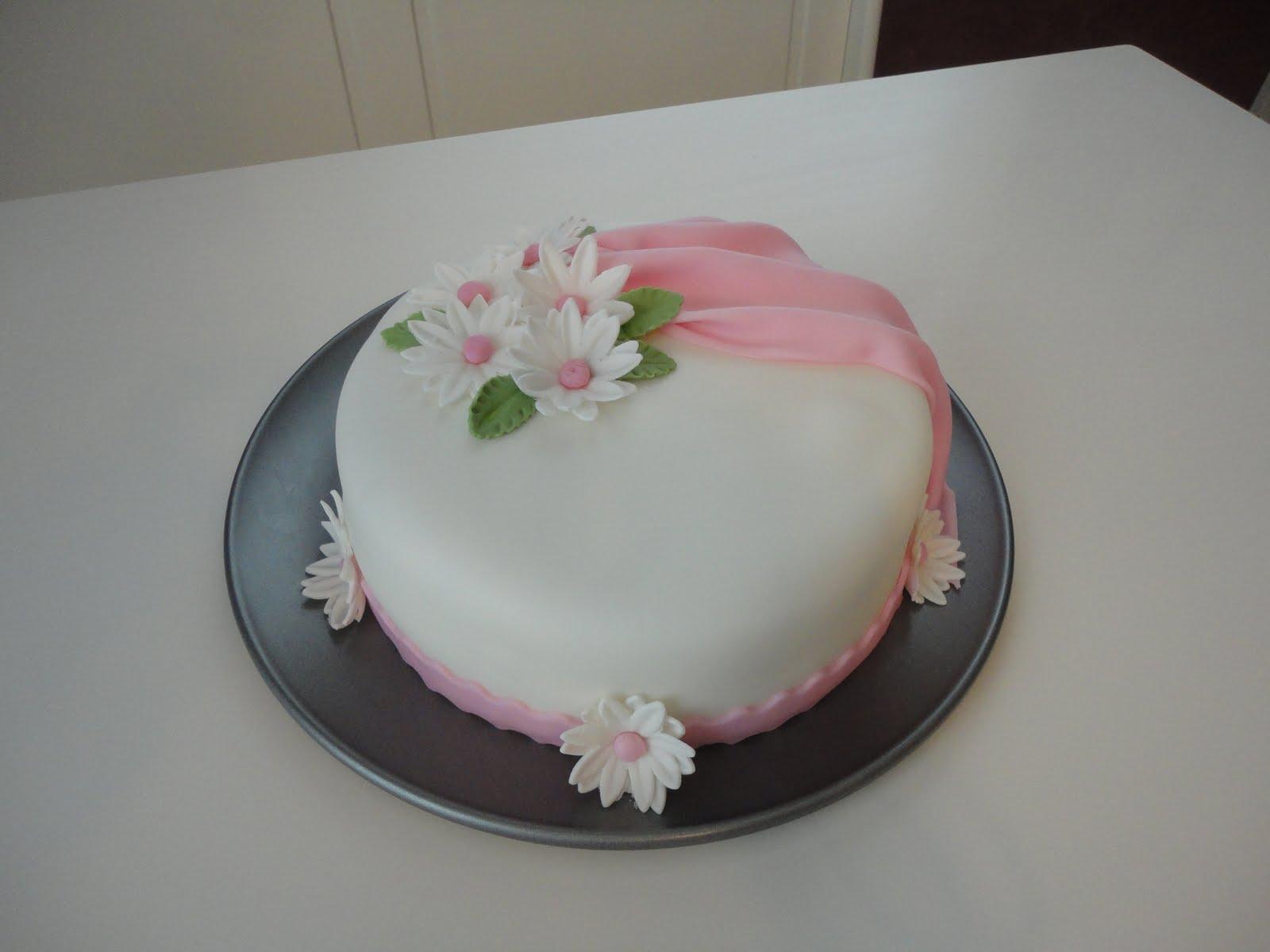 Wilton Cake Fondant Class : SKRINKLEZ: Wilton Course 3 Fondant/Gumpaste Final Cake