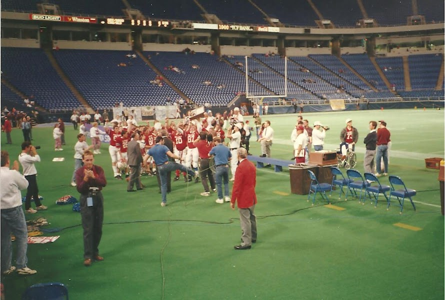 High school football was a spectacle at the now-defunct Metrodome.