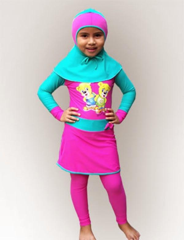 Anak perempuan cantik pakai baju renang muslim