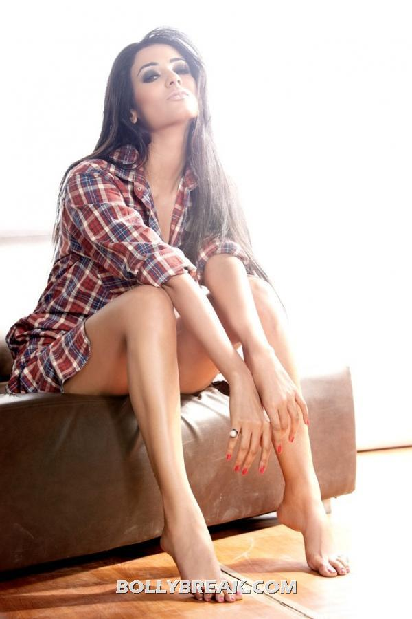 Sonal chauhan sitting in hot pose showing all legs - (2) -  Sonal Chauhan navel Show