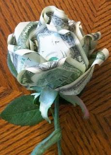 http://translate.googleusercontent.com/translate_c?depth=1&hl=es&rurl=translate.google.es&sl=en&tl=es&u=http://kylyssa.hubpages.com/hub/how-to-make-a-money-rose&usg=ALkJrhhMBWt9u2HmHJzUm6_rTHOwgGMdoQ