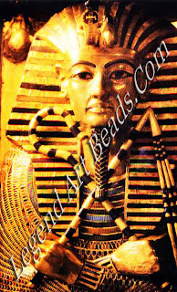 The second coffin of Tutankhamen lid top about 1350 BC Egyptians according to archaeologist Howard carter the coffin measured about seven feet long was decorated with jasper lapis lazuli and imitation turquoise portrayed as Osiris the figure resembled in essence the figure on the first coffin differing only in details here the king wears the royals bead cloth and in place of the goodness and Nephthys is surrounded by vulture like nechbet and buto in the form of a winged serpent