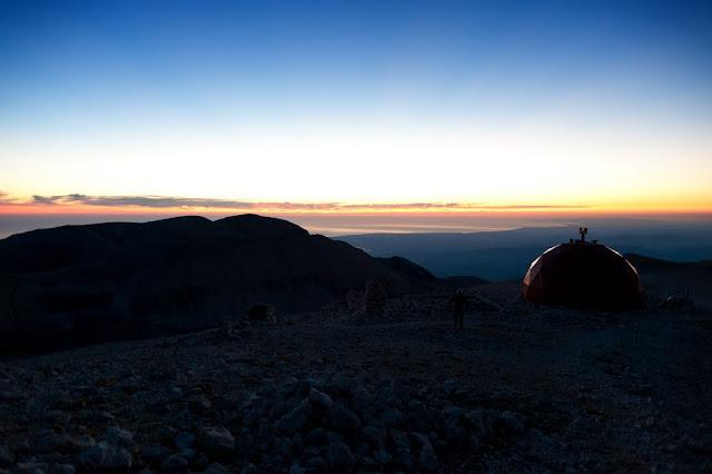 Bivacco Pelino al Monte Amaro della Majella, visto all'alba