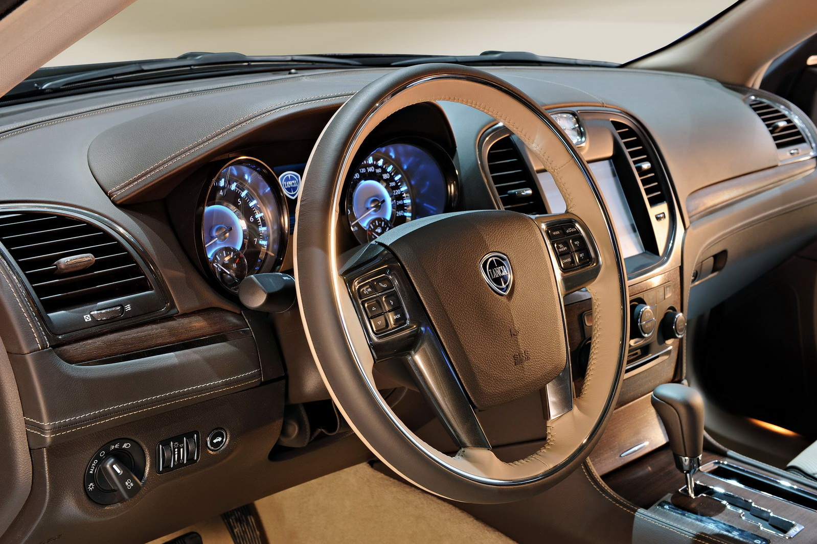 2012 Lancia Thema Review | Car News and Show