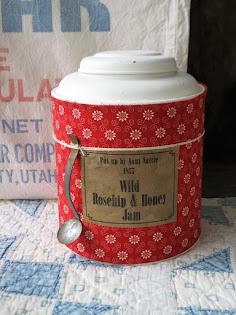 rosehip jam tin