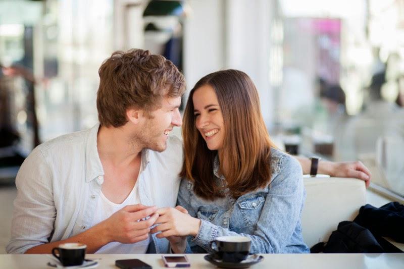Cara Jadi Pasangan yang Penuh Perhatian Saat Curhat