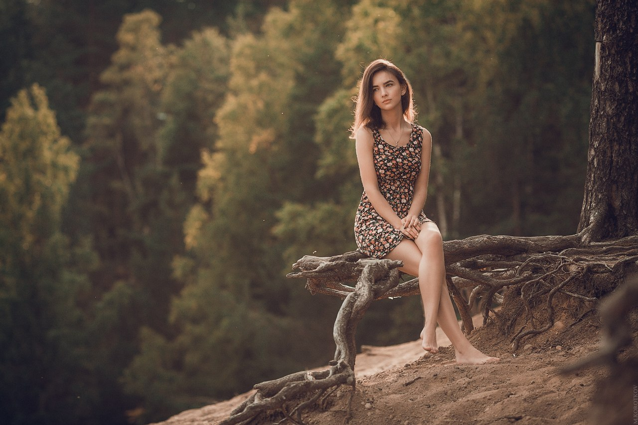 Фото красивых девушек брюнетокс цветами