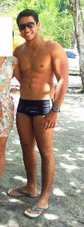 Homem de sunga e chinelo de dedo Havaianas Urban Style - Pés Masculinos