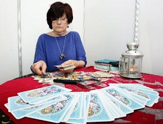 Maria Luisa Martin en una Consulta de Lectura del Tarot