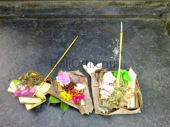 Canang Sari, segehan, pajegan, banten