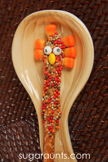 Cute turkey snack that the kids can help make. These would make a great dessert at Thanksgiving!