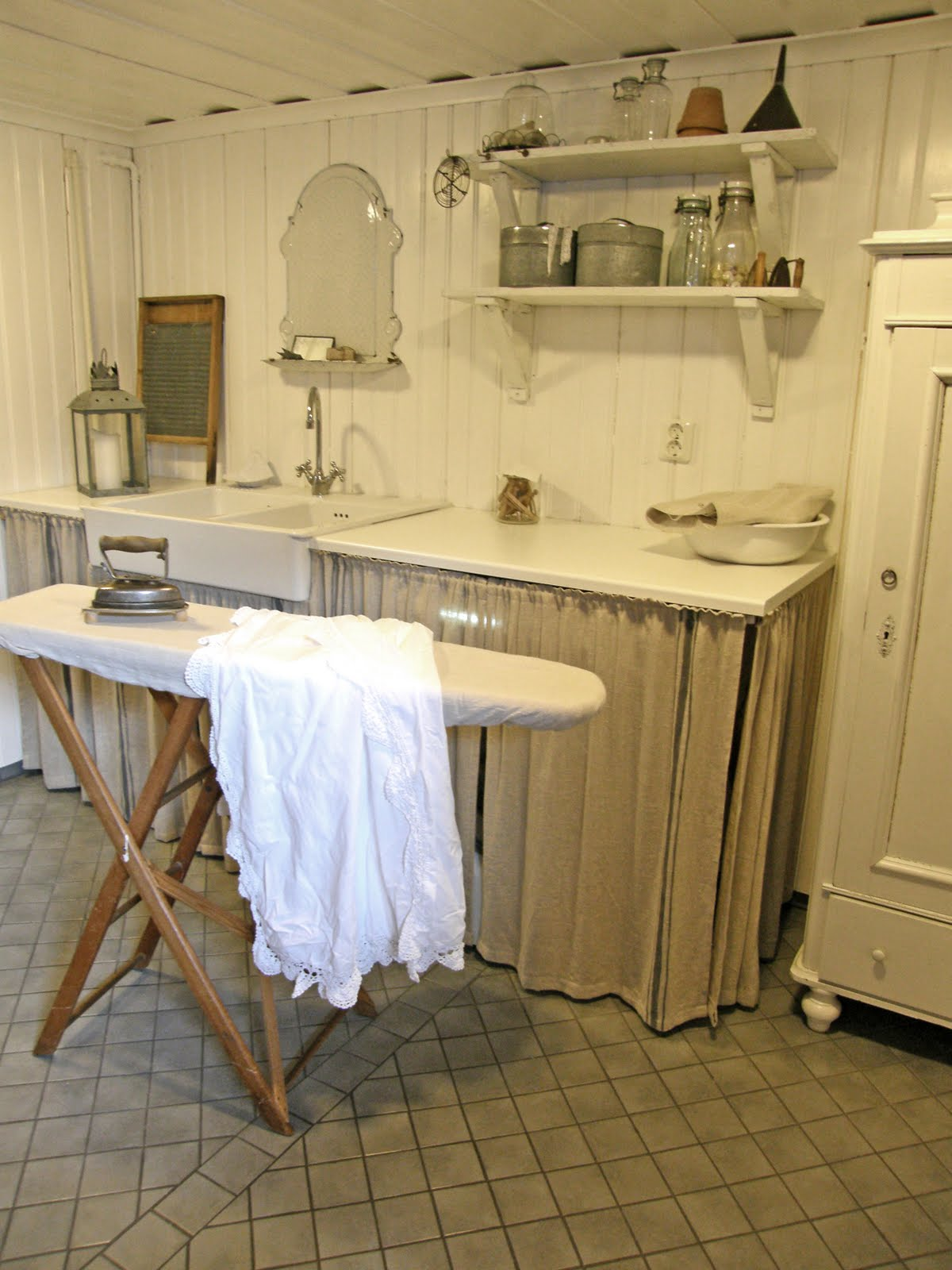Primitive laundry room ideas on pinterest rustic for Country laundry room curtains