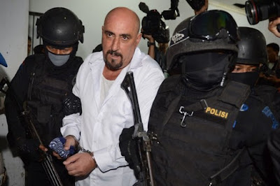 French drug convict Serge Atlaoui is escorted by armed Indonesian elite police commandos in March 2015