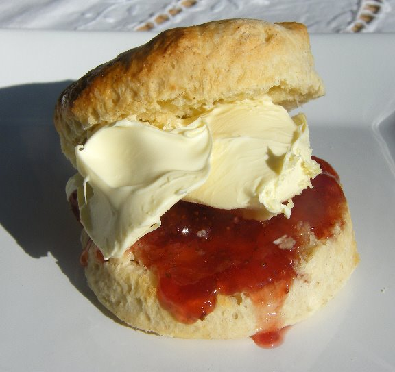 classic+scone+with+clotted+cream+and+jam.jpg