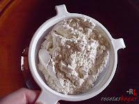 Roscón de Reyes de Trufa-masa roscón-tamizando la harina