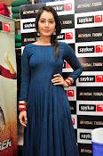 rashi khanna new sizzling pics-thumbnail-4