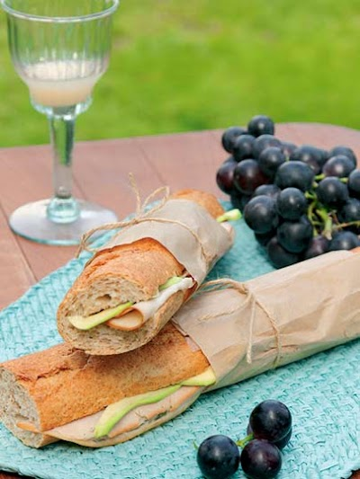Hindili Avakadolu Sandviç