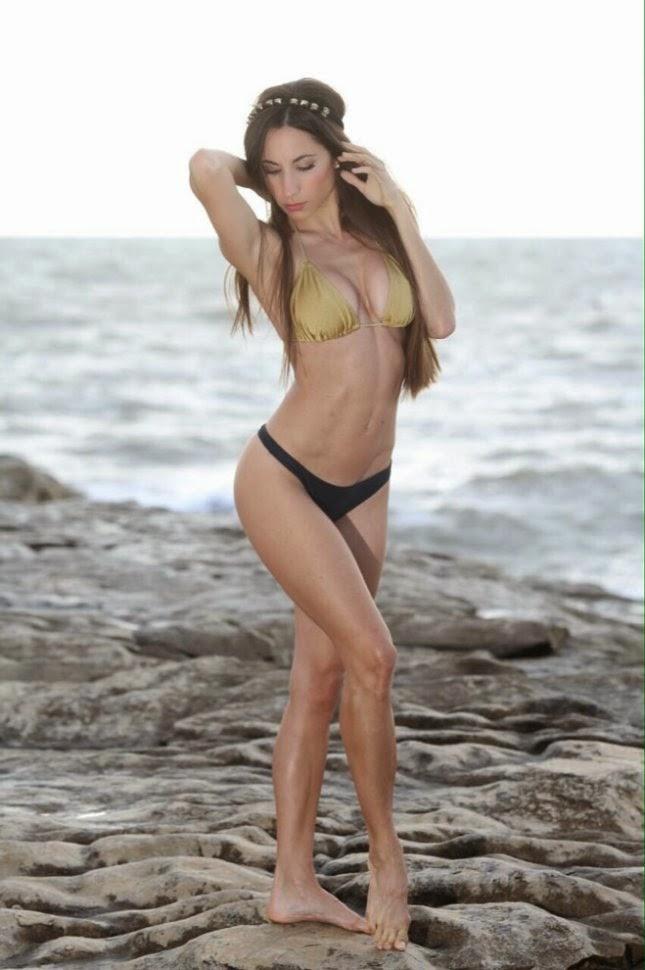 Magui Bravi's perfect body, a hot bikini photoshoot