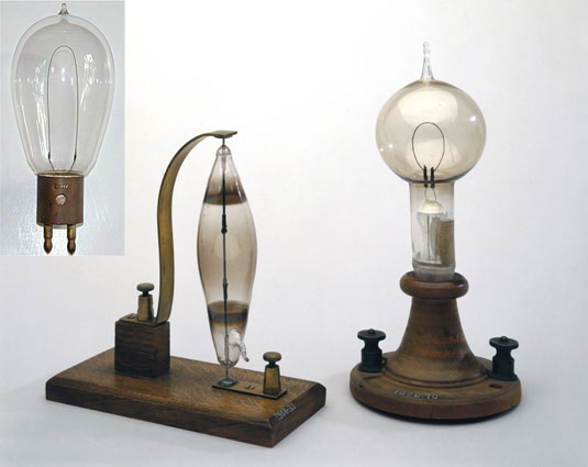 edison lampadina : Da sinistra a destra le lampadine di Cutro, di Swan e di Edison