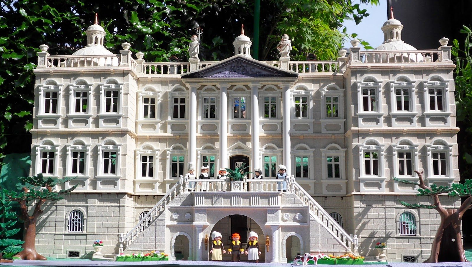 Houghton hall is finished emma j 39 s playmobil for Custom mansions