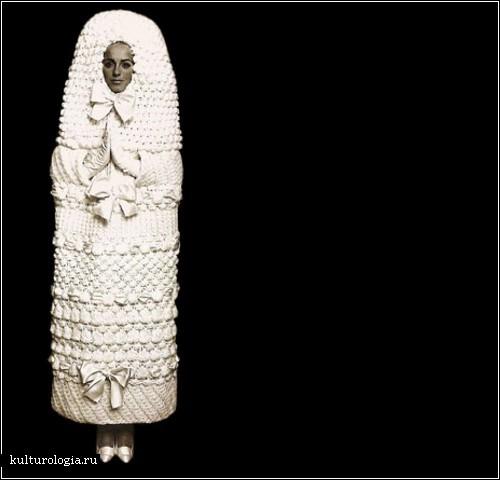 необычных, оригинальных свадебных нарядов. Платье кокон. Ему уже больше 40 лет и создано оно всемирно известным дизайнером Ив Сен Лораном