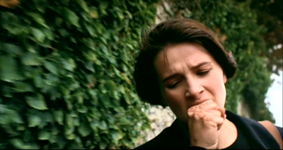Juliette Binoche as Julie, knuckles rubbed against the wall, directed by Krzysztof Kieslowski