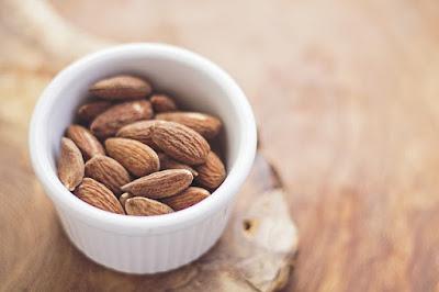 Badam atau almonds