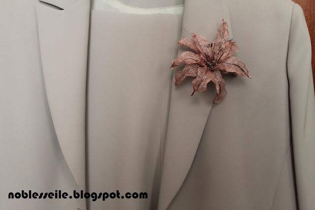 lilyum broş