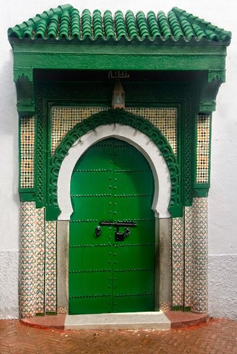 conseils d co et relooking les portes marocaines une belle maison est connue par sa belle porte. Black Bedroom Furniture Sets. Home Design Ideas
