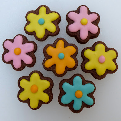 Mini Flower Cookies by Nina's Show & Tell