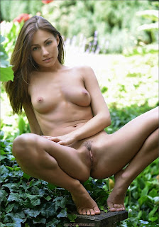 Ordinary Women Nude - feminax-sexy-michaela-isizzu-posing-nude-in-wild-bush-11-744796.jpg