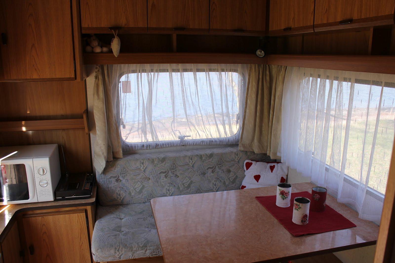 Asuntovaunu Sisältä