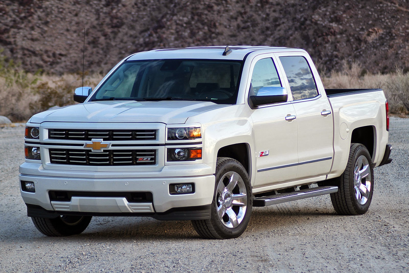 automotiveblogz chevrolet silverado 1500 custom sport quick spin 2015. Black Bedroom Furniture Sets. Home Design Ideas