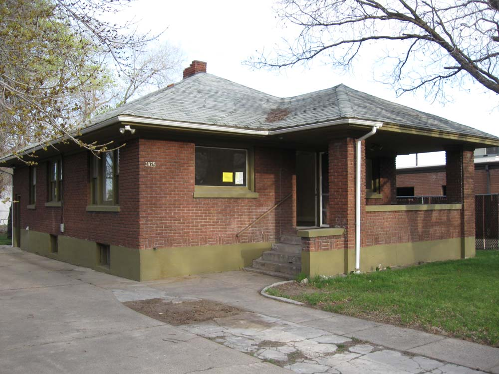 I Was Out Shopping With Some Buyers When We Walked Into This Ordinary Red Brick Bungalow