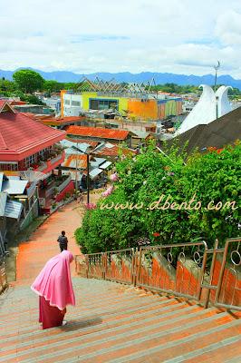 jalan tangga dari pasar atau ke pasar bawah bukit tinggi